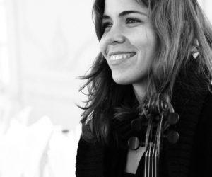 Voici notre chanteuse de jazz manouche qui peut chanter en Francais, anglais et russe. Pour votre mariage, vin d'honneur ou pour votre concert.