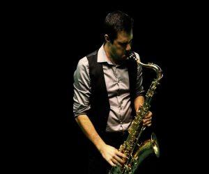 saxophoniste pour concert de jazz manouche.